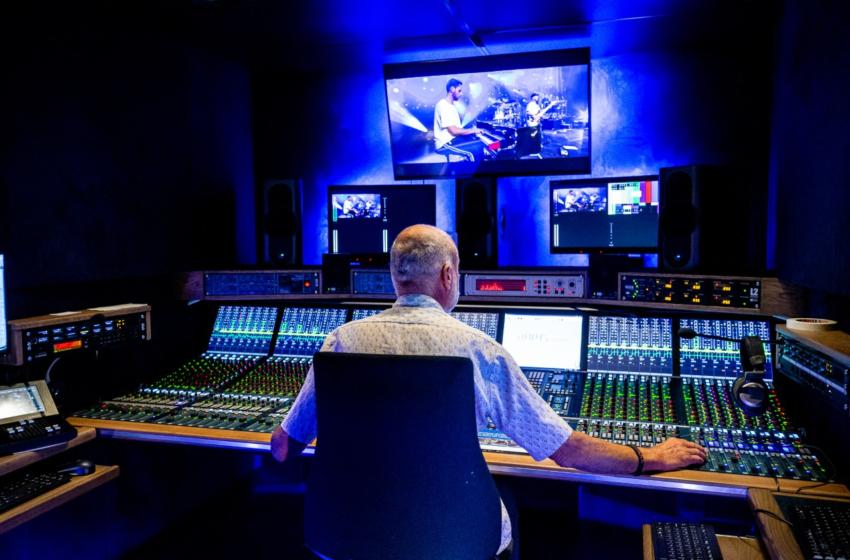 Audiowagen 'MusicOne' van NEP levert hoogste audiokwaliteit tijdens online concertreeks Larger than Live