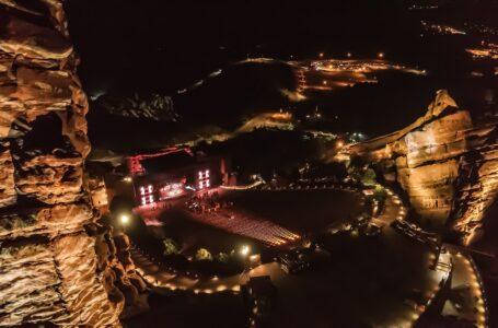 Brown Note wendt zich tot Elation IP-geclassificeerde armaturen voor Red Rocks-shows